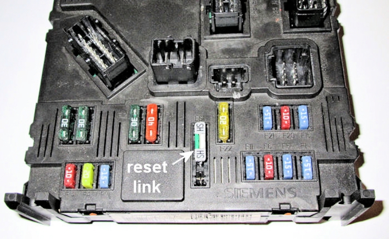 5gloveboxfuses1 peugeot 1007; fuses; fusebox fuse box reset at crackthecode.co